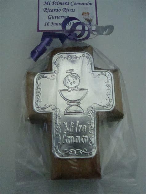 manualidades en repujado para bautizo paquete de 10 recuerdos de madera con placa de
