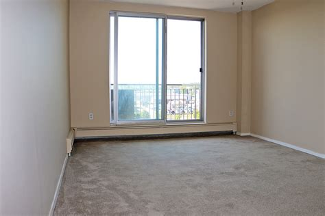 Living Room Facing Front Door 15 17 Sympatica Cres Brantford On Apartments For