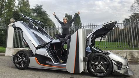 koenigsegg one 1 doors revs her koenigsegg one 1 like theres no tomorrow