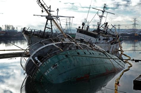boat salvage washington state 1 abandoned vessel sinks 1 listing in tacoma waterway