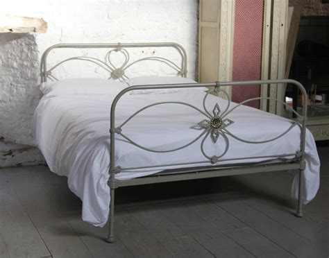 pretty simple irish iron double bed 253483 sellingantiques co uk