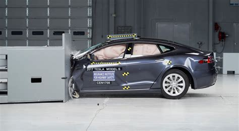 tesla model s misses top safety rating by insurance