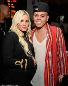 ashlee simpson weds evan ross at diana ross estate pregnant ashlee simpson and husband evan ross reveal