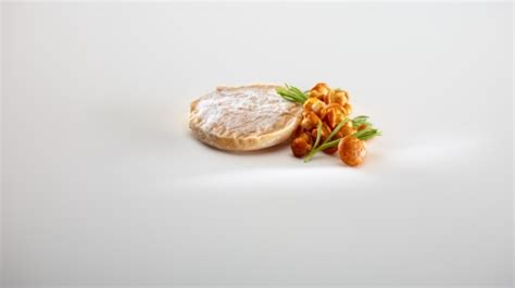 mugaritz a natural science 0714863637 pescado de lonja con germinados 225 cidos de amaranto majado de h 237 gados de pescado y vainilla foto