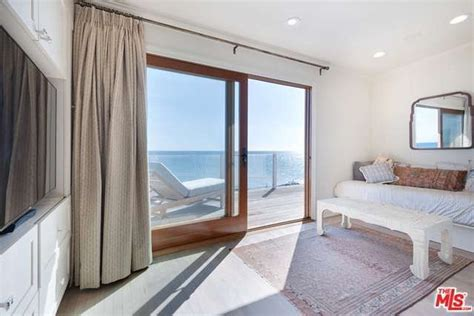 Courteneys Malibu Pad Up For Sale by Leo Dicaprio House Listed In Malibu Ca