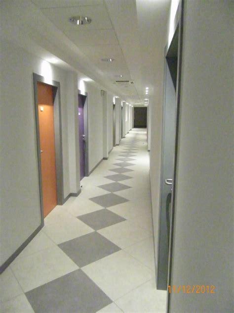 illuminazione corridoi foto particolare illuminazione corridoio di studio amr