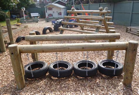 Abenteuerspielplatz für Kinder zum Spielen im Freien