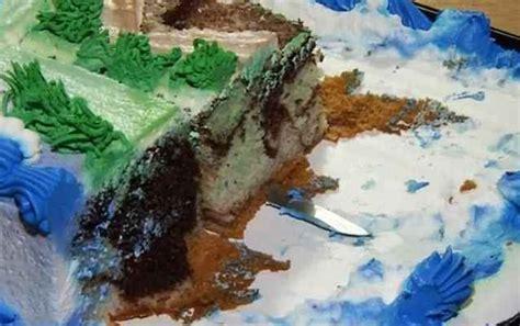 Pisau Kue Ultah ada pisau tertinggal di dalam kue ultah balita ini