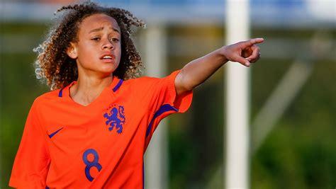 biography of xavi simons gilberto silva suggests arsenal players not repaying