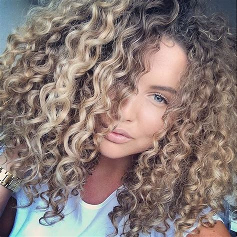 getting hair curled and color 25 best ideas about blonde curly hair on pinterest
