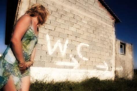foto donne in bagno incontinenza urinaria femminile risolvere le perdite di