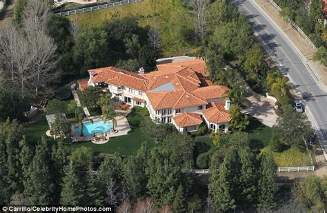 kris jenner s house kris jenner fired staff after stalker broke into her