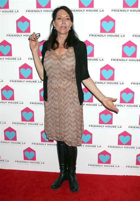 katey sagal style fashion looks stylebistro katey sagal print dress katey sagal clothes looks