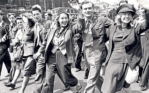 film queen elizabeth ve day the true story behind a royal night out telegraph