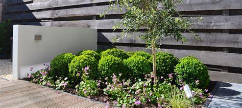 tuin op het noorden terras mecklenfeld tuinen strakke tuin toscaanse stijl in