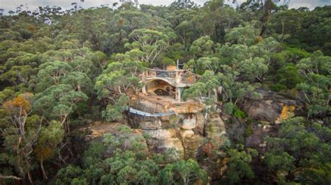 house in the mountains stunning clifftop cave house in the blue mountains of