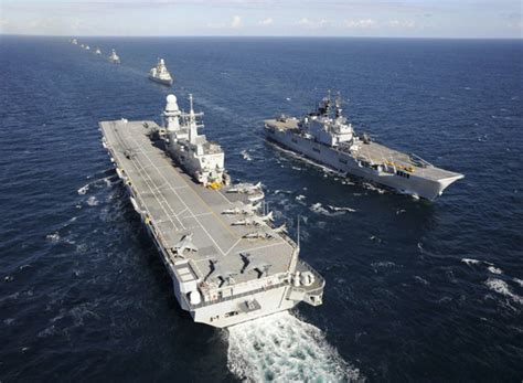 portaerei cavour e garibaldi squadra navale grandi manovre a taranto