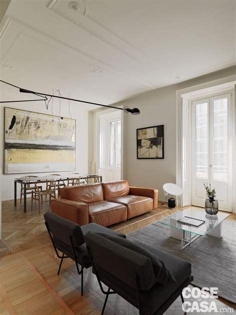 decorare parete soggiorno 110 mq con una parete in vetro per dividere soggiorno e
