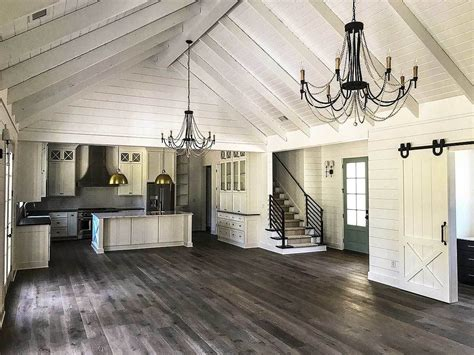 foyer haus plan 24374tw country craftsman with vaulted interior and