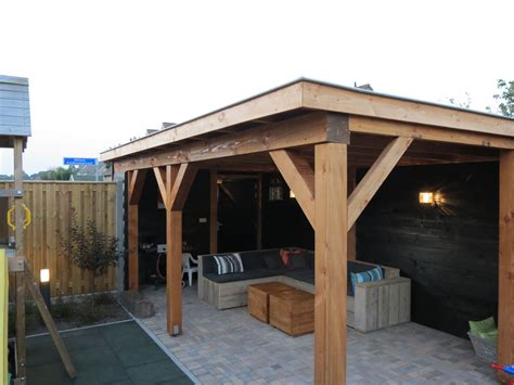 veranda zwart hout douglas hout veranda overkapping tuinmeubel loungeset