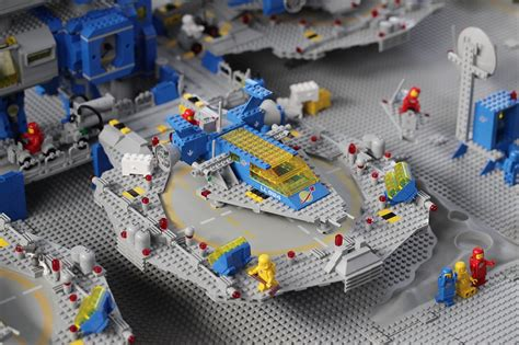 Lego Legao Model 81105 Classic moon base usa pics about space
