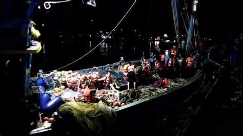 tourist boat sinks thailand at least 21 dead and dozens missing after tourist boat
