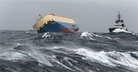 world cat boats careers 538 foot cargo ship was teetering uncontrollably off the