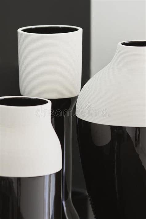 vasi neri vasi neri bianchi di disegno fotografia stock immagine