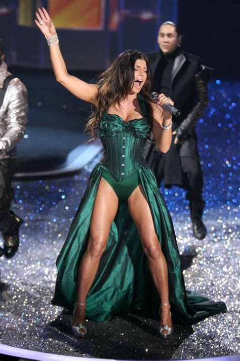 Fergie Looks Like Real Live by Fergie Looks Gorgeous While Performing 9 Pics Izismile
