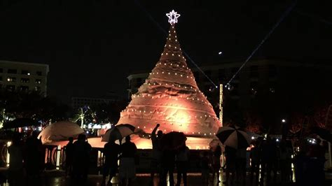 tree lighting west palm beach 2017 video sand christmas tree lights up west palm beach youtube