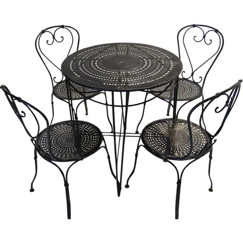 bistro table and chairs from blacktulip on ruby