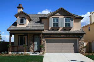 pros and cons of different garage door materials