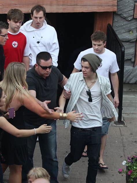 One Direction Tour Artist Kaosraglan 4 one direction visit niagara falls on sightseeing tour