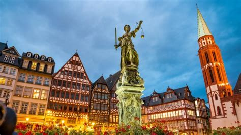 avoid tourist crowds  europe   key destinations