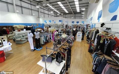Sofa Shops In Leeds by Recession Heralds Of The Charity Superstore As