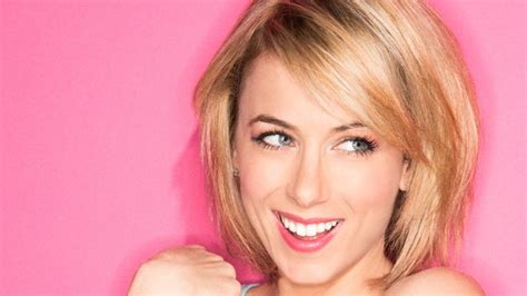 hot blonde stand up comedian digestible feminism iliza shlesinger on comedy and