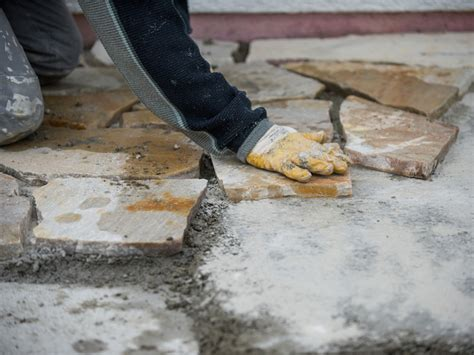 gehwegplatten in splitt verlegen terrassenplatten verlegen schritt f 252 r schritt anleitung