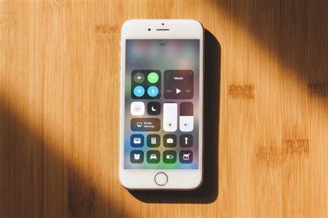 apple ios  update offers  fix   spectre security vulnerability