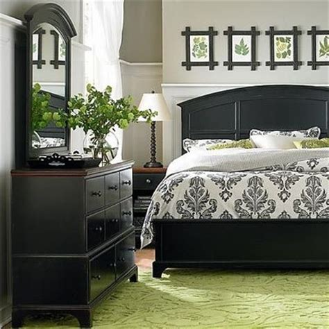 Grey Bedroom With Black Furniture Pale Gray Walls Black Furniture Soft Green Rug For