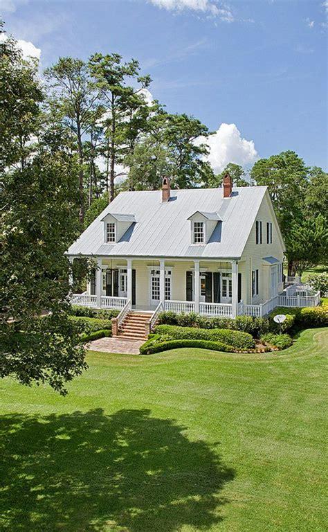 haus mit veranda neubau veranda bauen hausfassaden farben garten