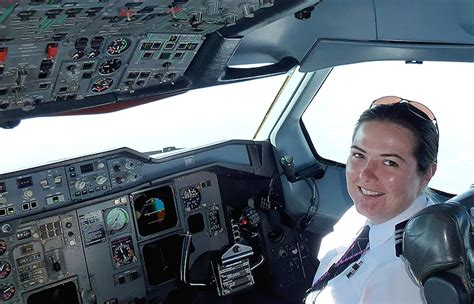flying fedex airfreight cargo what it takes to be a pilot fedex uk