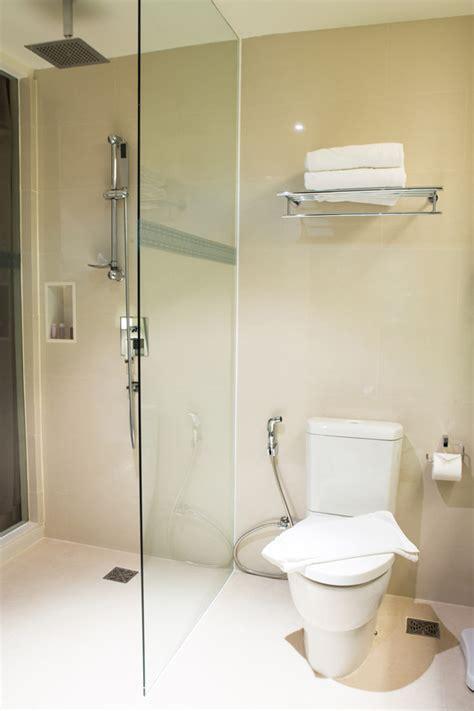 durch fliesen bohren duschwand ohne bohren so geht s