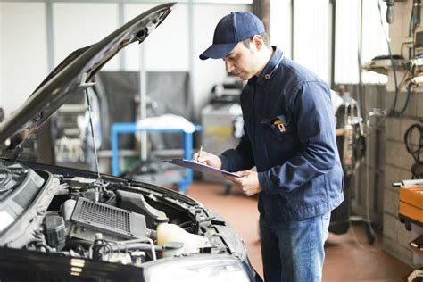 auto work common workplace injuries suffered by auto mechanics