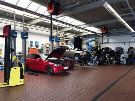 auto in werkstatt kompetentes autohaus mit gro 223 em angebot in d 252 sseldorf