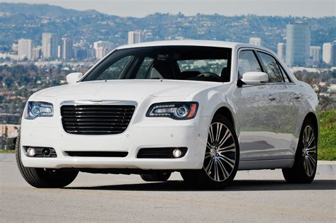 report next chrysler 300 may adopt pacifica architecture