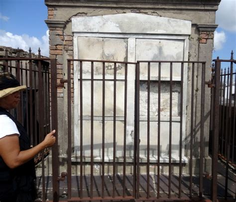 delphine lalaurie house walk among the dead with tours by judy simply southern mom