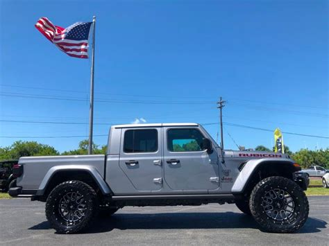 Jeep Truck 2020 Lifted by 2020 Jeep Gladiator Gladiator Custom Lifted Leather
