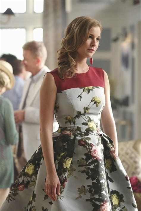 Thorne Wardrobe by Emily Thorne S Fashionable Lessons On Vogue