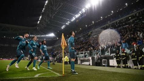 ronaldo juventus applause cristiano ronaldo bicycle kick leaves everyone stunned