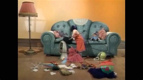 the big comfy couch clean up the big comfy couch clean up song loonette the clown from